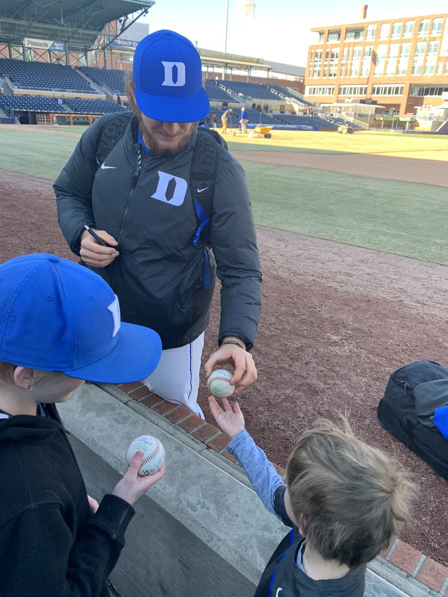 Great game @StinsonCooper! Great getting to watch ya pitch, especially being able to enjoy it with your family.  #BlueCollar | @DukeBASE | #GoDukepic.twitter.com/iwJ4DKGKv8