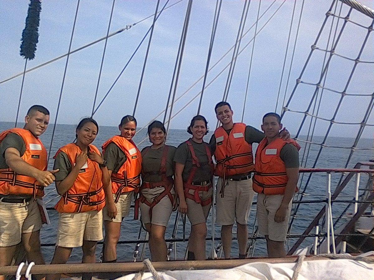 #TBT A bordo de nuestro Embajador sin Fronteras BE-11#GeneraciónDeOro #Compañerospic.twitter.com/gL4uarHO5s