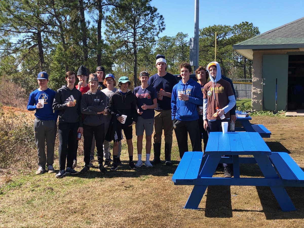Pretty good day for the Bucs. Boys played well in their first game action & the young Bucs volunteered their Saturday morning at Ogden Park helping Supper Optimist with some spring cleaning projects! That's #BlueCollar #GoldStandard #GoBucs #BuiltNotBought pic.twitter.com/ZGvCraMKF5
