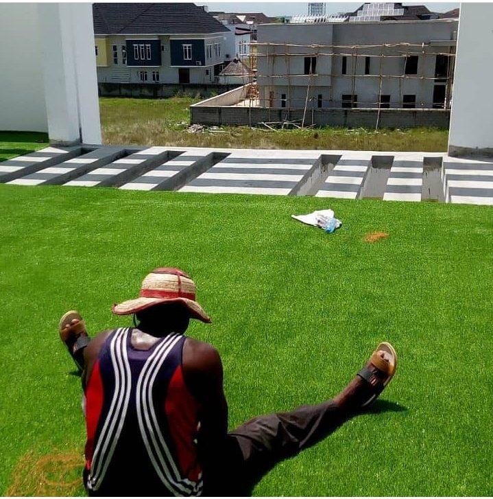 Laying our artificial grass.  #grasscarpet #lagoshomes #realestatelagos #lekkihomes #Tacha1MYoutubeViews #SaturdayMorning #abatwitterhangout #lagosnigeria pic.twitter.com/HPqrqHgtXu