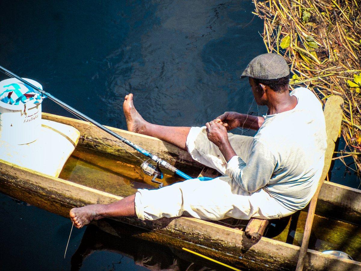 pêcheur sur le nyong  #Mbalmayo #MBYO la ville du poisson d'eau douce du poisson kanga (miraculeusement délicieux dans une bonne sauces du kwatt )  💚❤💛#tourism #Voyages #Happy #Picoftheday #photooftheday #photographer #naturelovers #nature #Beautiful #Photography #Travel