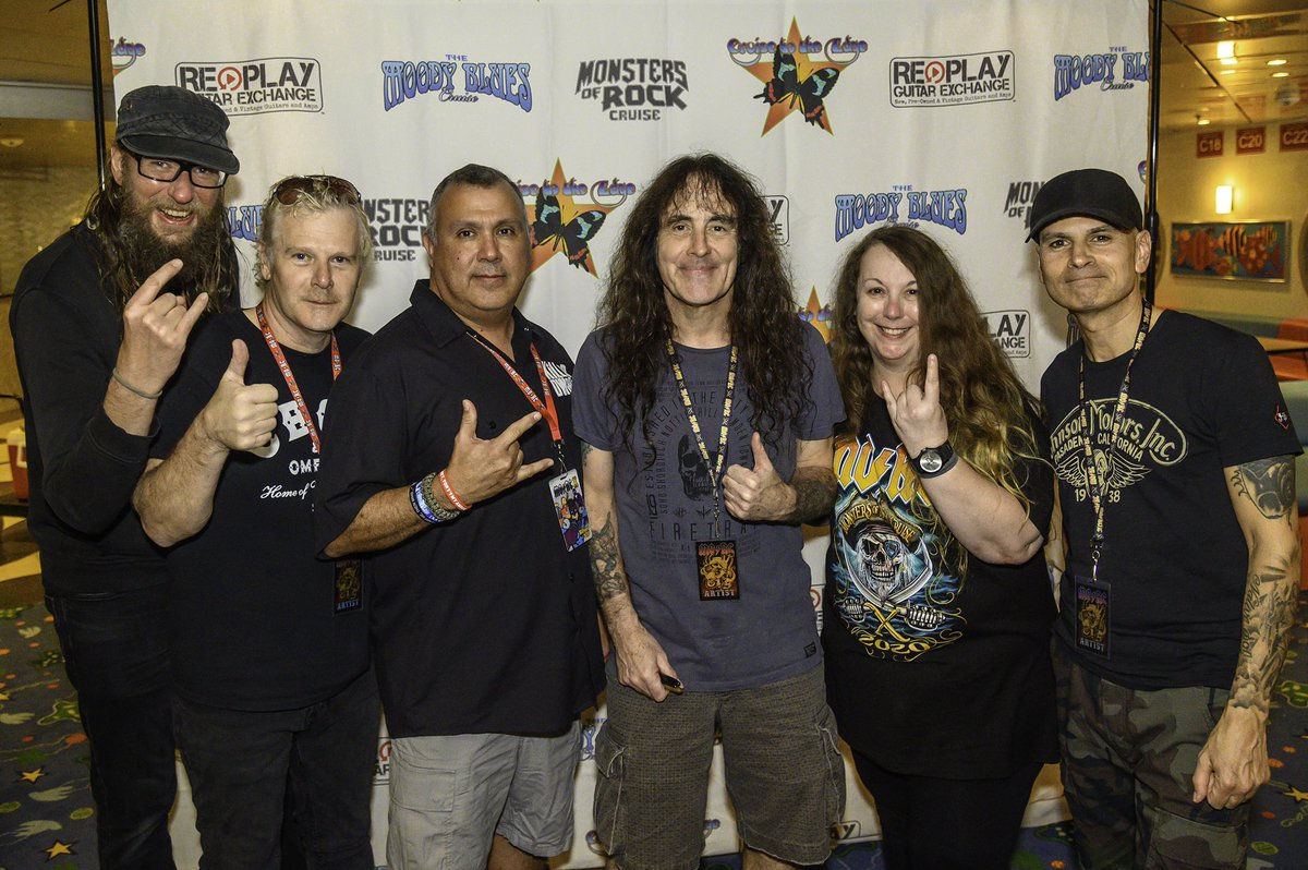 My 1st @MonstersCruise was Rockin! This is a killer pic with #britishlion #steveharris pic.twitter.com/Tu1CJowSOR