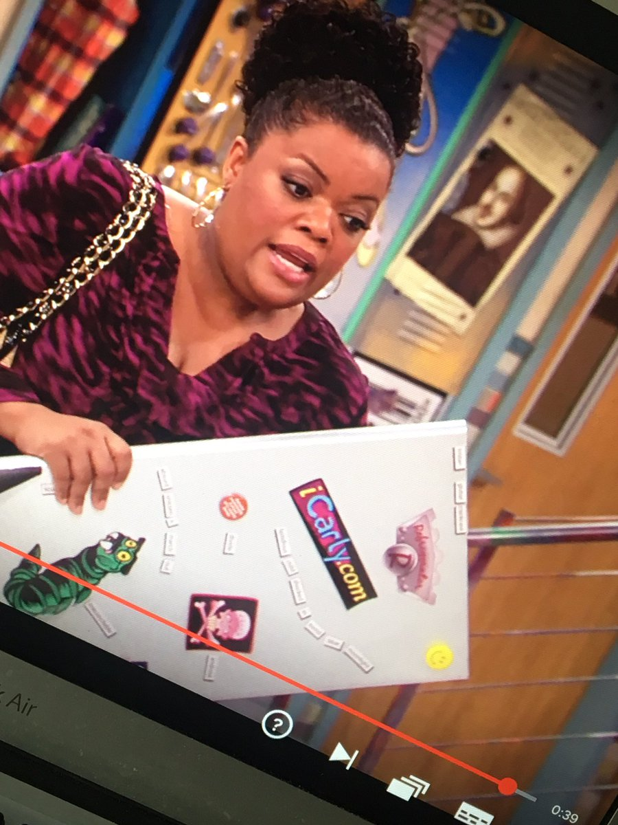 Why have I never noticed the ICarly sticker-<br>http://pic.twitter.com/zS1VKRXIla