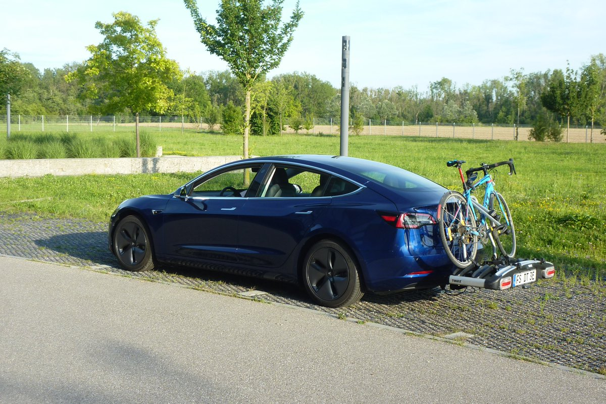 I have lived 17 years in Germany, 15 years ago my bicycle lock broke, since then I don't lock my bike. I haven't lost one yet - and my daily rider is nice enough. (It is however locked when it sits on my #Tesla #Model3).pic.twitter.com/dyuPU7UMr1