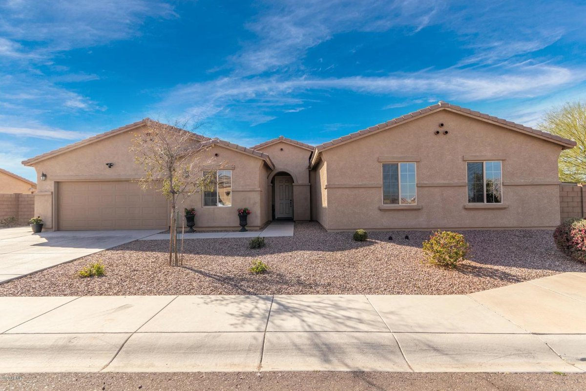 Today's HOT home! #Todayshothome#Realtor#Arizona#Laveen#Home#Realestate#Arizonarealtor  5 Beds 3.5 Baths 2,682 SF 2 Car Garage Major Cross Streets are Southern Ave. & 57th Dr. Listing price $350,000.00 pic.twitter.com/guLNPkEG9z