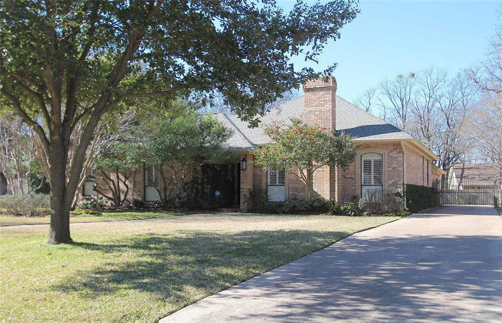 You can make this house your home! Ask me for more info. #realestate  http://cpix.me/l/92329696pic.twitter.com/B4bt5CE6aM