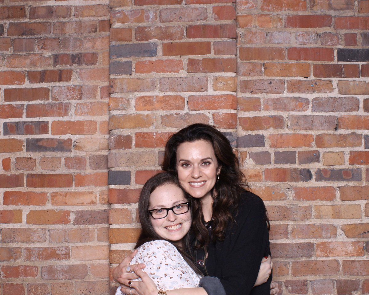Seeing @HilarieBurton is always the best! Hope to see you again soon!pic.twitter.com/YaafN8UQF9