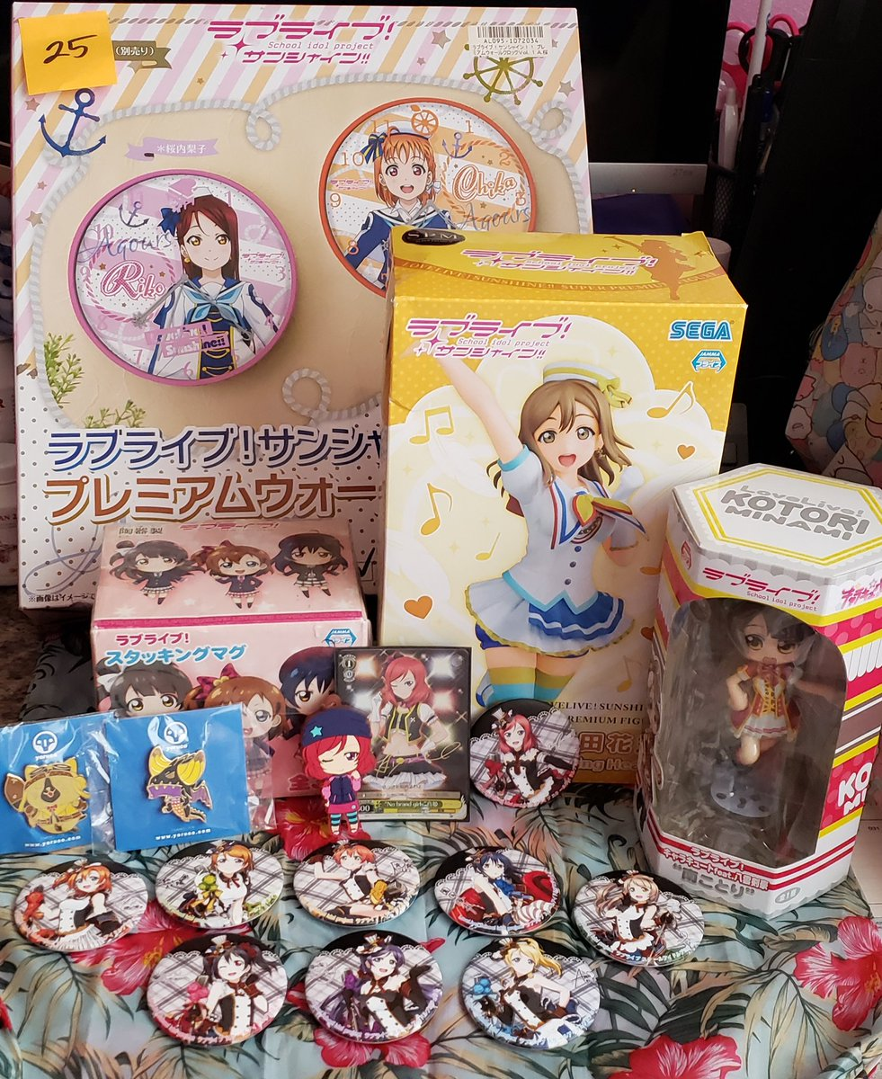 My spoils of war from the Anime Swap Meet at the Hawaii Collector's Expo today 💪😤💖💖💖 There were a ton of Eli and Nozomi stuff and only 2 Maki items (not including the button set) 😢#lovelive #LLSIF #lovelive_sunshine #LLSIFAS #kawaiikon https://t.co/xN6I48u29D