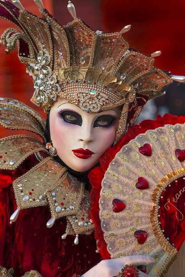 #COVID19 Die venezianische Maske als Symbol für den Karneval. pic.twitter.com/bAeMx95qY6