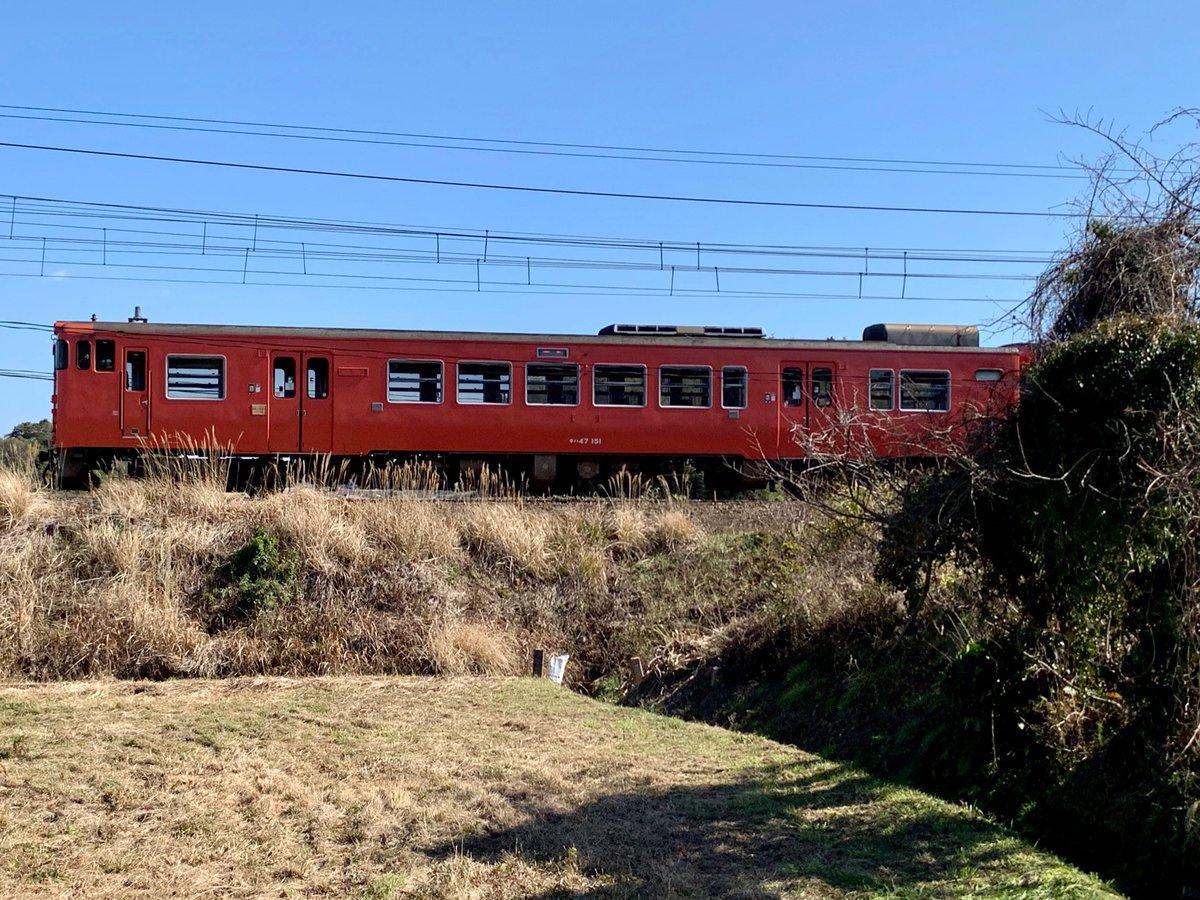 2020.02.23  午後…  暖かな日差し  いつもと違う時刻に踏切の音。  キハ47-151+キハ47-3502  回送列車を見送りました。  #キハ47 #山陽本線pic.twitter.com/ibLylSWBTX