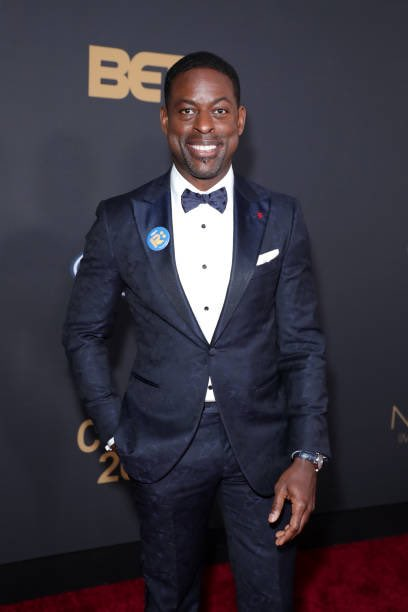 This sharp dress man who is always lookin hot as ever,  @SterlingKBrown attends @naacpimageaward! #ThisIsUs #Randall🔥