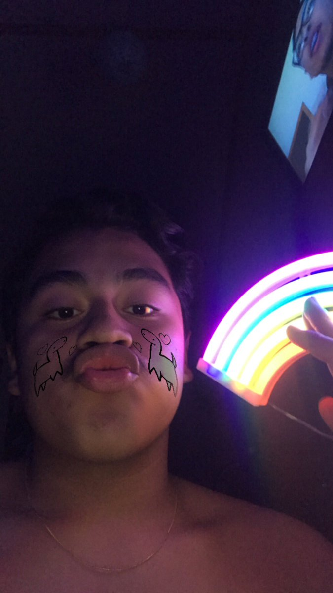 oomfs hi this is a face reveal posing with my rainbow because hi i'm gay pic.twitter.com/e4GtzNR76U