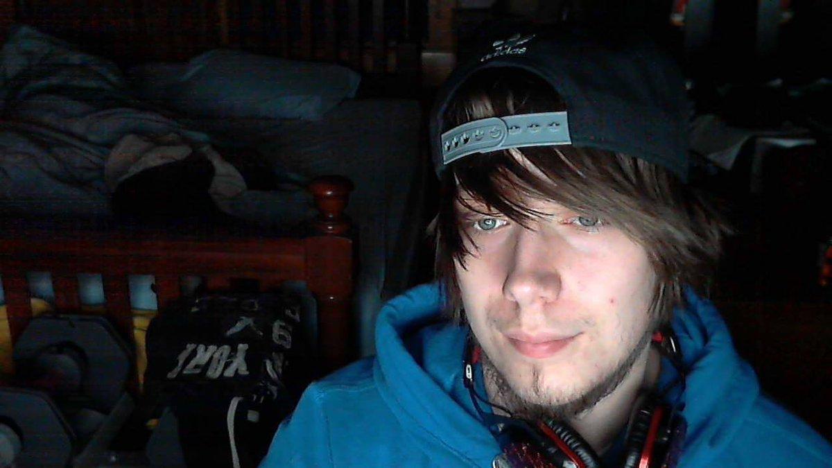 Photo of me & my old @VMODA #Crossfade headphonespic.twitter.com/iQJ5LwXvzi