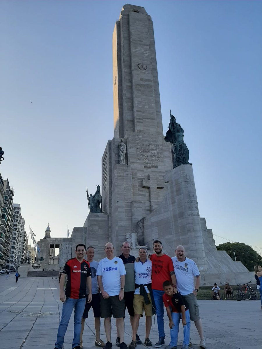Steve, Gaz, Jon, Nigel y Richard, hinchas del Leeds en el Coloso Marcelo Bielsa.