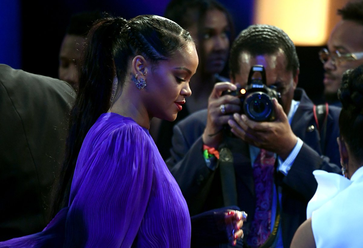 Rihanna can take a bow after arriving to the #NAACPImageAwards in this purple gown