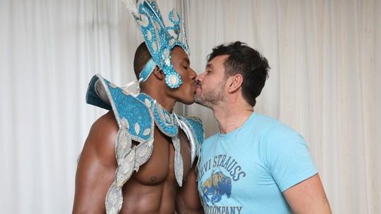 Muso da Pérola Negra desfila de tapa-sexo e diz que cumpriu abstinência sexual antes do desfile https://glo.bo/39Xh7Lf #Globeleza #G1