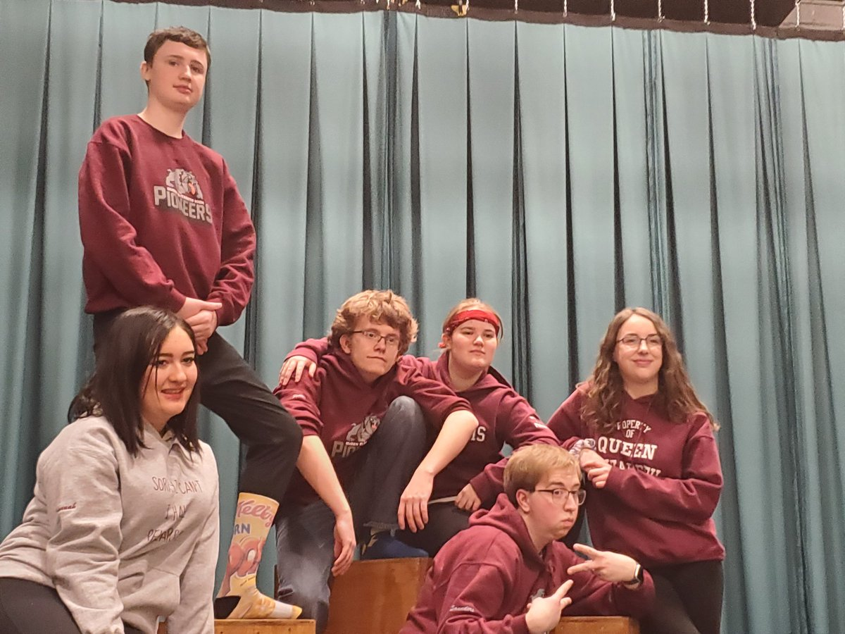 I'm so proud of our our Improv team! Adjudicators telling them again that they are just the most entertaining. They make everyone smile. Congratulations to Holy Heart, Holy Spirit, and Ascension Collegiate for advancing to the finals tomorrow. #QERHtheatre #improv #Ilovemyjobpic.twitter.com/tcnxqVqblt