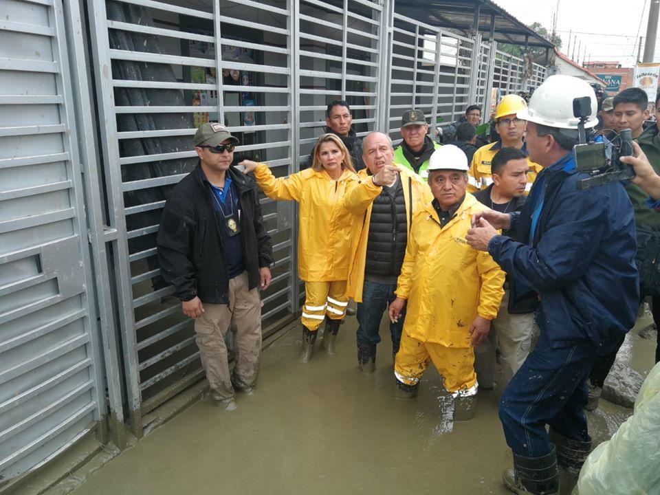 Mi solidaridad plena con los afectados por la mazamorra en Tiquipaya, Cochabamba. Instruí entregar combustible para movilizar maquinaria pesada y cerrar transitoriamente las válvulas de redes de gas por seguridad.pic.twitter.com/BH5E4kVMOf