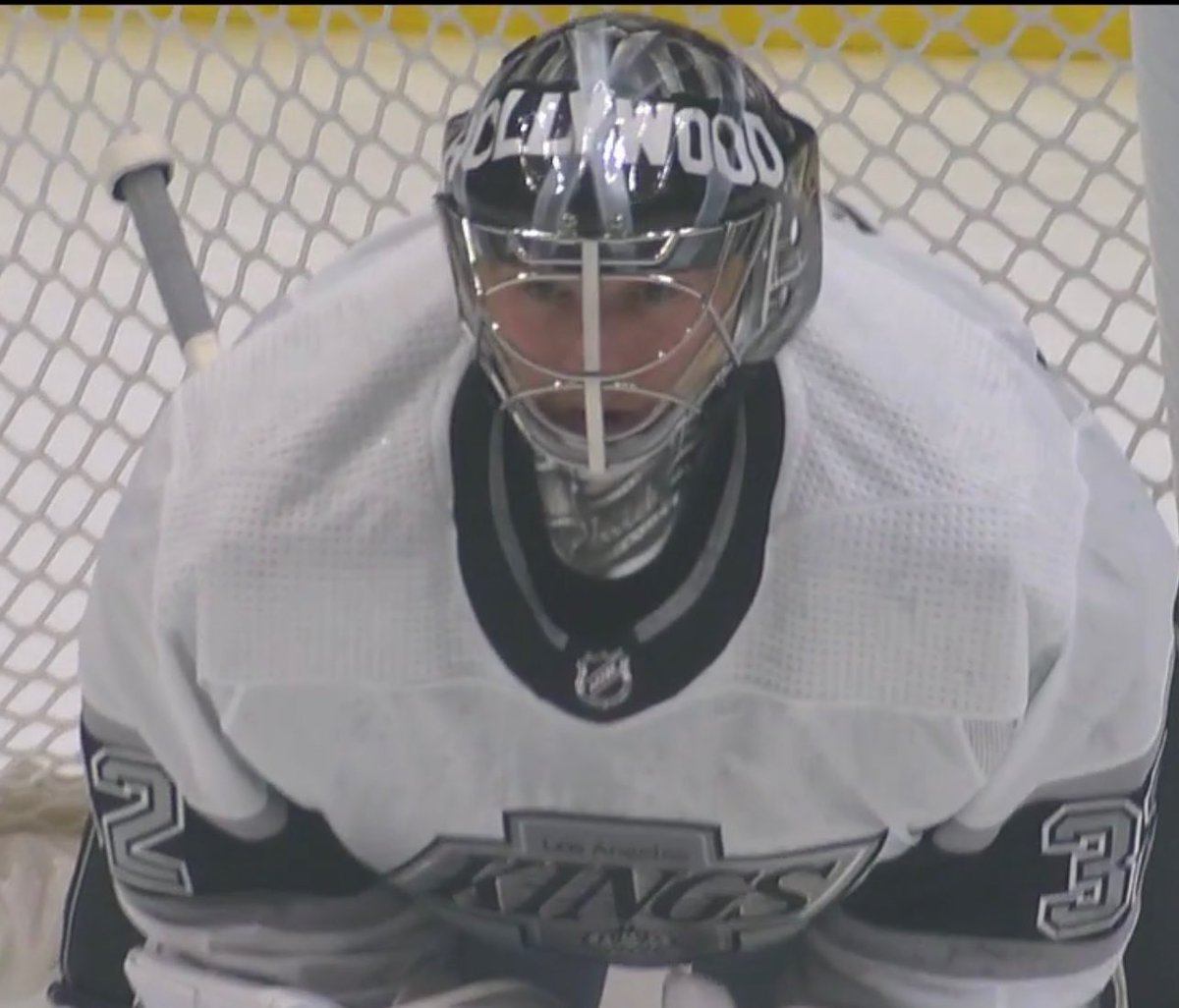 @UniWatch @PhilHecken Jonathan Quick is wearing a tribute mask to Kelly Hrudey on 90s night...still looks like it has elements of his Knight mask