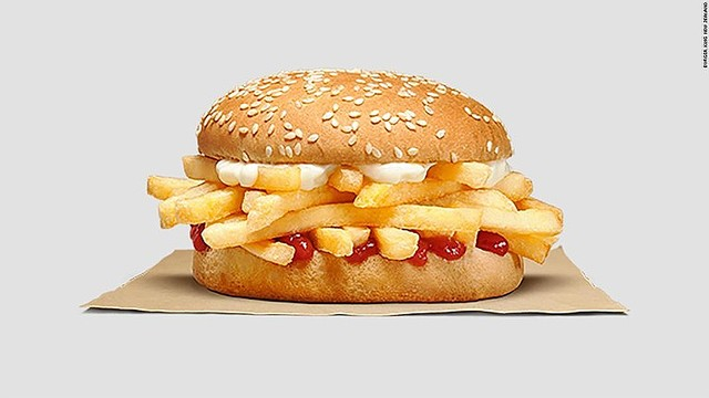 【約140円】バーガーキングのフライドポテト・バーガーに賛否両論、NZで発売バンズの間にマヨネーズとケチャップ付きのポテトをはさんだバーガー。NZ以外でも発売されるかは不明。