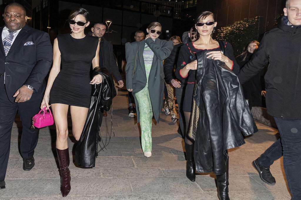 Kaia Gerber, Kendall Jenner, Bella and Gigi Hadid Go Crazy For Boots After Versace Show - Footwear News http://dlvr.it/RQZDgYpic.twitter.com/btdCdn3hf1