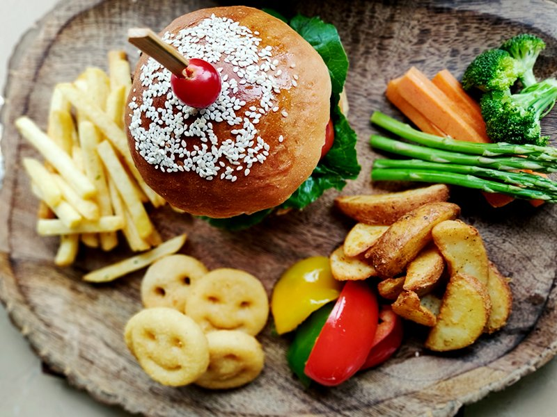 The look good, they taste good, they make you feel good- is there anything #BurgerAndFries can't do!! 😱  #Food #Foodie #TheEatery #FoodPhotography #Yummy #Delicious #FoodLover #Foodies #Lunch #Tasty #Eat #Chef #Yum #FourPointsBySheratonDelhi #FPSNewDelhi #Delhi