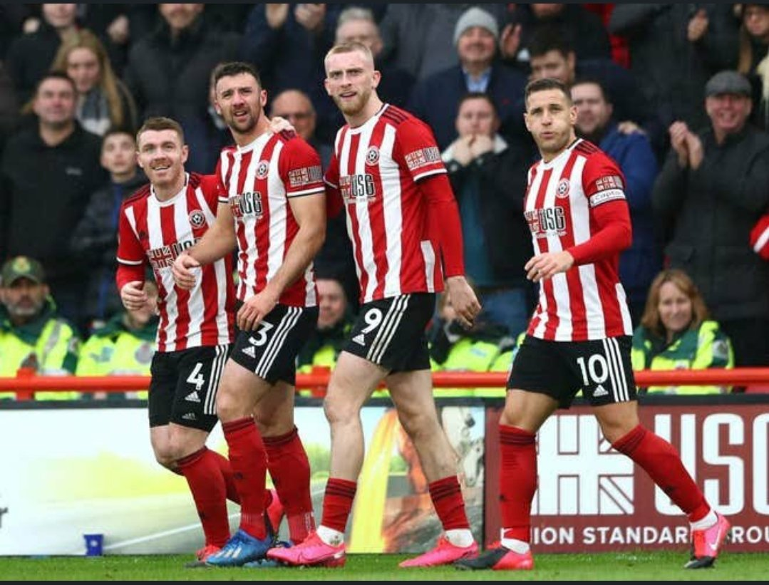 Love this picture all players watching endas thundercunt on big screen after celebrating  #sufc #twitterblades <br>http://pic.twitter.com/OsWJDrrGu1