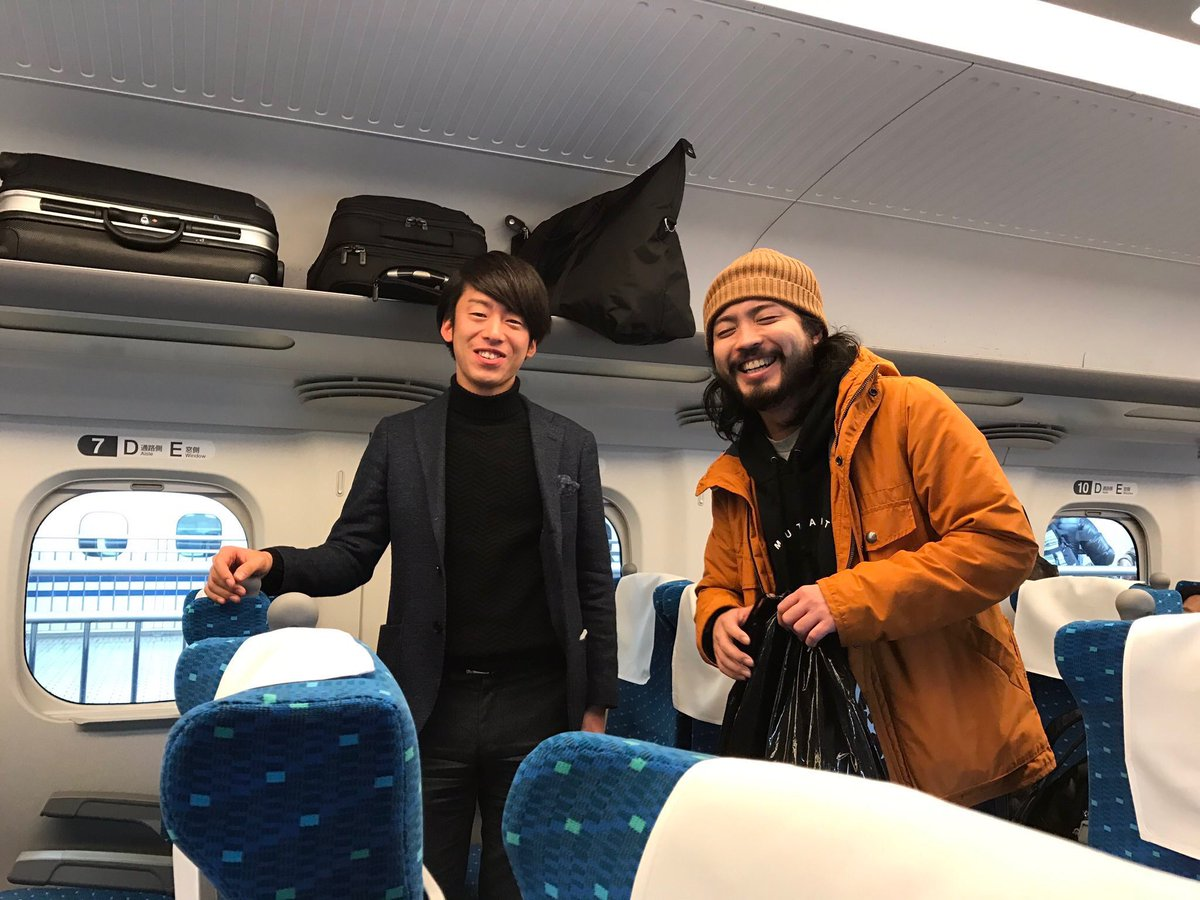 このCreepy Nutsの写真を職場の友達に見せたら「ホームレスを新幹線に乗せてあげたお金持ちの青年」って言われた話する??