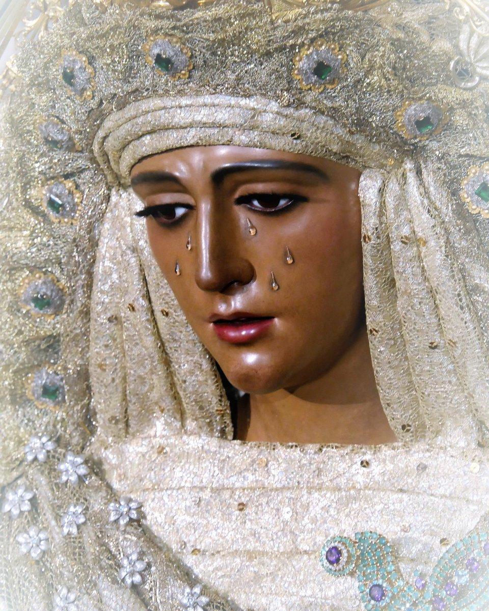 La Esperanza de Triana.Foto:José Luis Simón.Semana Santa de Sevilla.#seville #sevillatieneuncolorespecial #Sevillahoy #instagram#instagramers #photograpier #photograpy #style #stylephotography #likealike #followers #follov4follov #Cuaresma19 #italian  @SSantaSevillanapic.twitter.com/DkA8zjQvI7