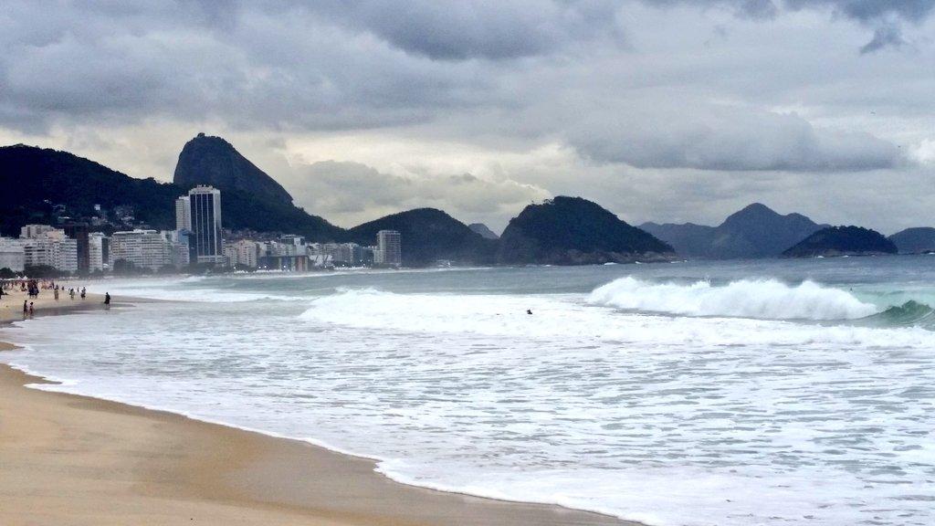 Feb 23rd 54/365 A tour around the World. Cloudy skies over Copacabana Beach, Rio de Janeiro, Brazil  #atouraroundtheworld #365photochallenge #thisisthelife #Travel #riodejaneiro #Brazil #city #coast  #beachpic.twitter.com/BxIyDmlULP