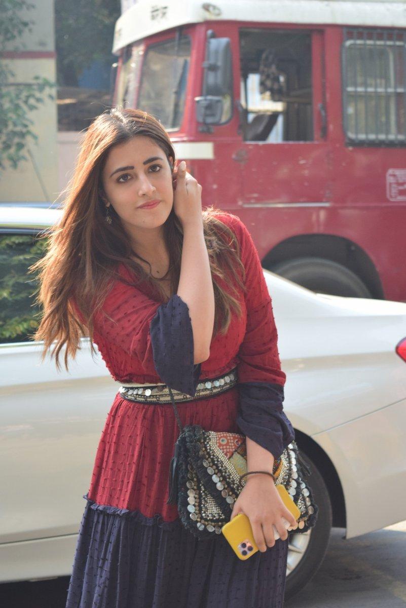 Actress Nupur Sanon spotted at Juhu in Mumbai #NupurSanon #spotted #snappedpic.twitter.com/BWLqfKuggy
