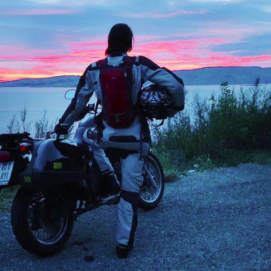 Kleiner Rückblick an unsere Albanien-Tour letztes Jahr. Das Motorrad vor dem Haus verlang nach neuen Abenteuern. Es wird wieder Zeit! #balkan #adventure #motorcycles #travelphotographypic.twitter.com/9PDHYfUlGU