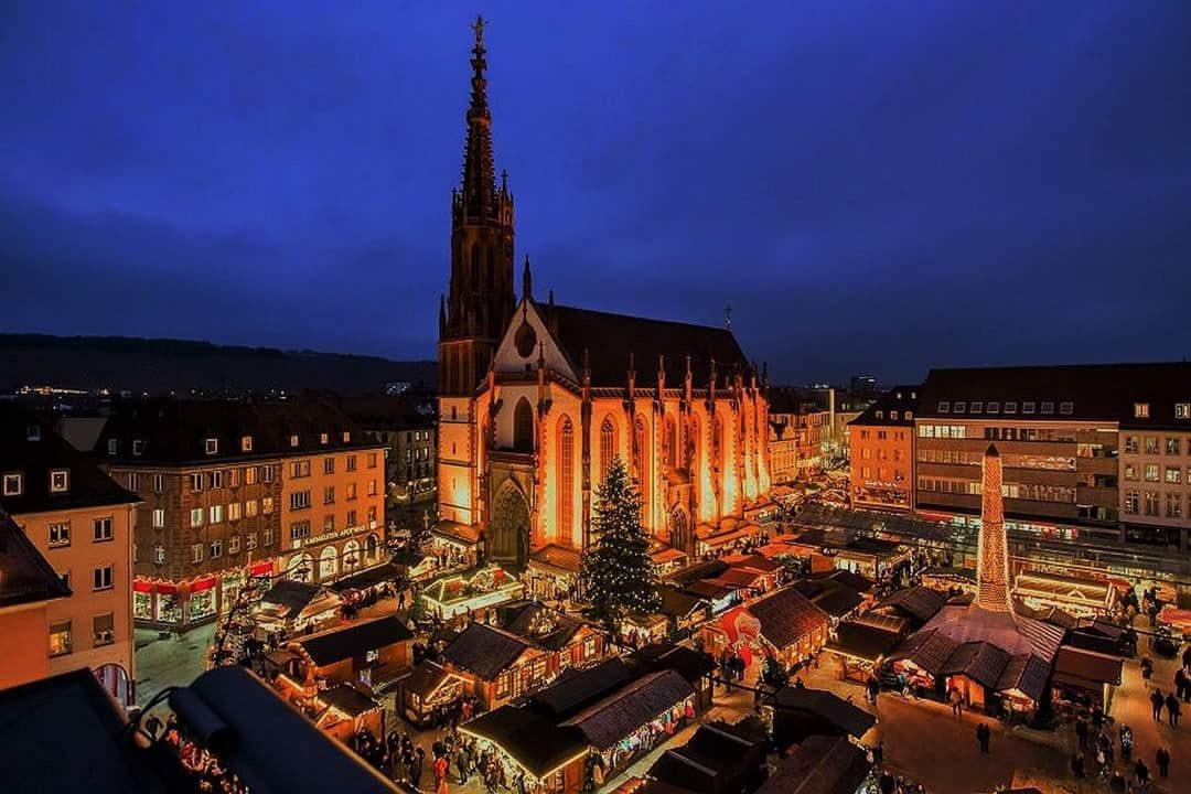 Wie der Mond in der Nacht scheint, Sogar die Gedichte wird leuchtend, wenn sie es  beschreiben, Sie ist Würzburg, sie ist meine Geliebte, Sie wird immer von den schönsten Lichtern  strahlen. (Aus meinen Buch Geliebtes Würzburg in Arabisch und Deutsch) pic.twitter.com/teW4qkWbsK