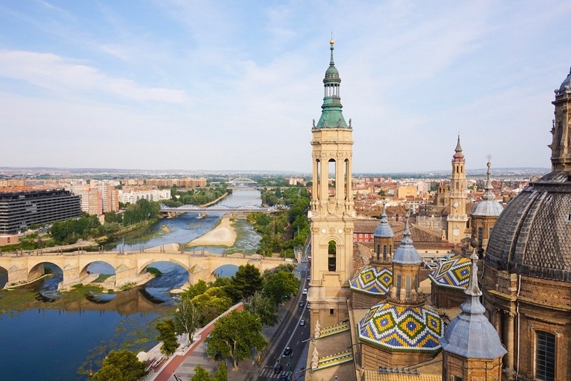 #Zaragoza is filled with museums, religious sites, beautiful Renaissance buildings, gorgeous Spanish streets & wonderful food. Check out #travelblogger Ellie Quinn's @wandering_quinn superb guide here: http://travelinspires.org/zaragoza-spain-travel-guide/ … #travel #travelinspires #Spainpic.twitter.com/dgrpPXo5Nm
