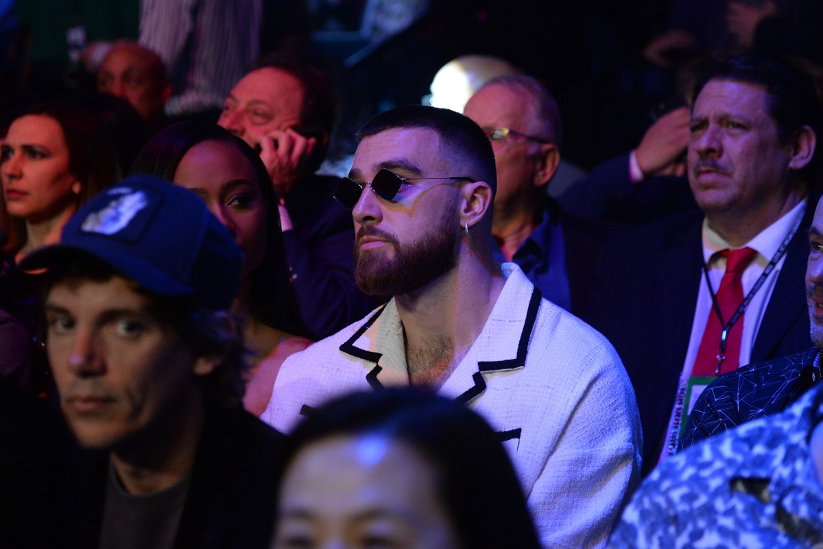 Travis Kelce trying to figure out how we went from Patsy Cline to Don McLean. #WilderFury2
