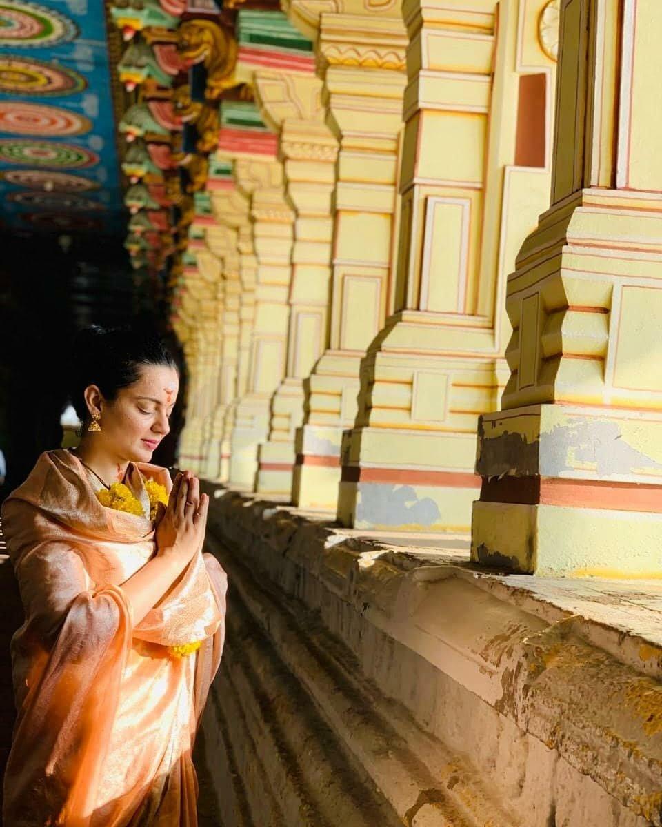Actress #KanganaRanaut visits a temple in Rameshwaram this morning to seek blessings! #kanganaranaut #kangnaranaut @KanganaTeam @KanganaRanautFC @thekangana<br>http://pic.twitter.com/md4FODn8u7