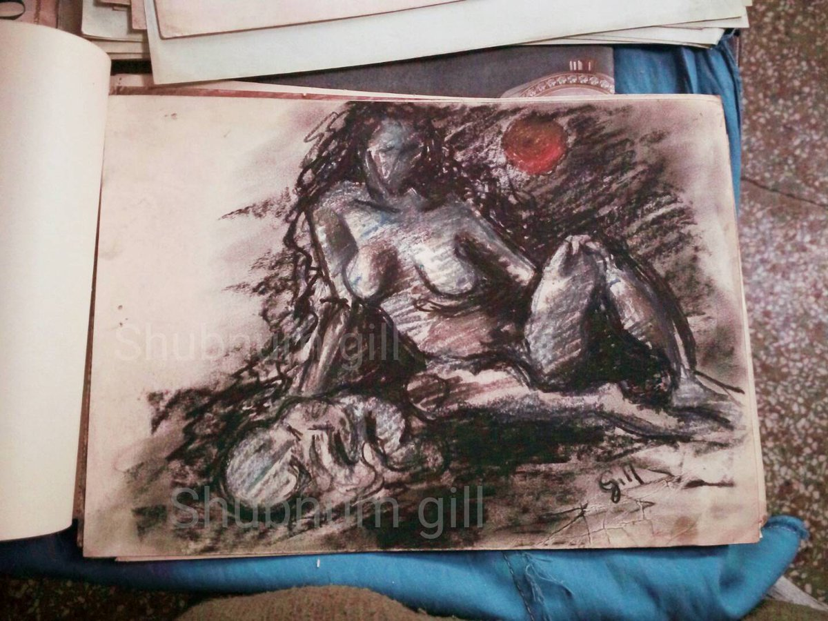 She #charcoal on #paper  #drawing #shubnum #gill #artist #painter #illustrationartists #India #Delhi  #feminists #Patriarchy #woman #mother #children  #family #childbirth #womenartist pic.twitter.com/dF9k4Cwpna