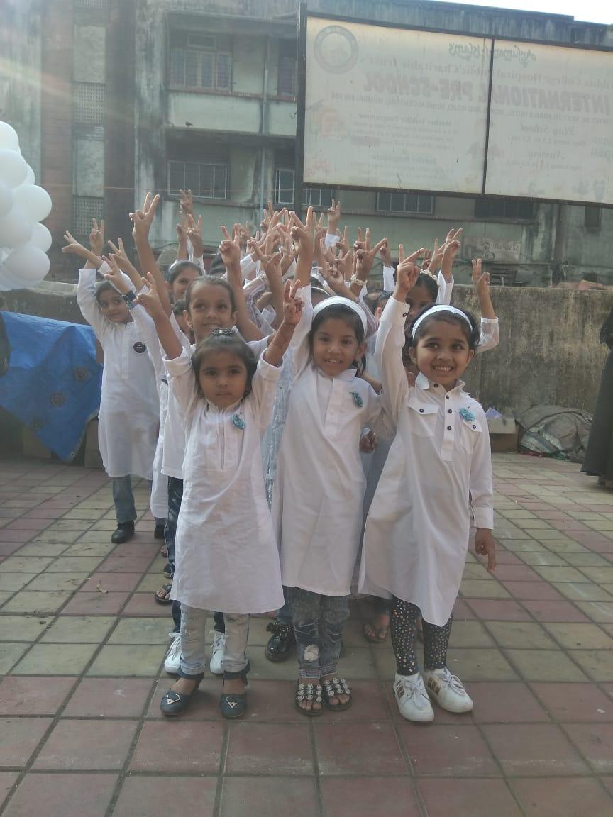 Little kids visiting #MumbaiBagh@MumbaiBaghAb Toh Bahar Aajao, Bacchay Bhi Aagaye.#TeraMeraRishtaKya#IndiaAgainstCAA_NRC_NPR