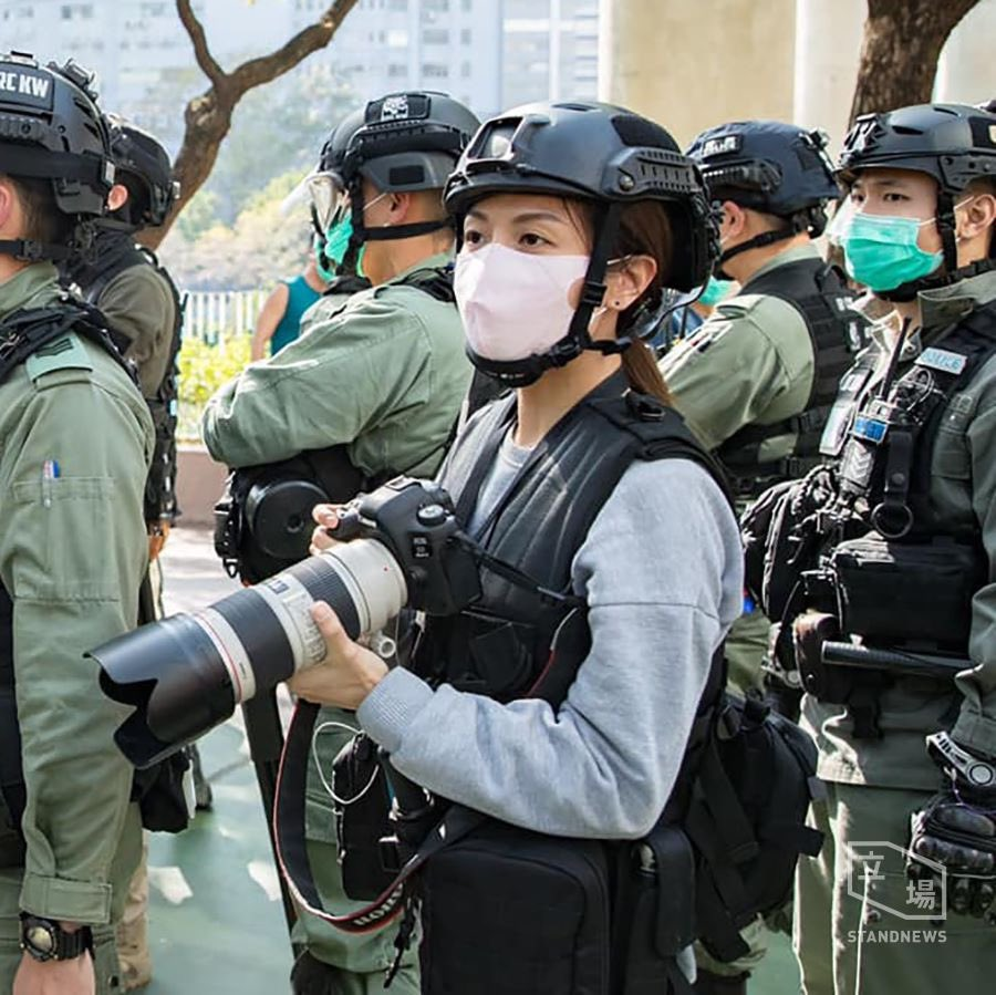 And what @hkpoliceforce is doing in times of shooting number of crime? Answer: Being bodyguard for mainland China Dai Ma prostitutes and taking photos of protesters for future revenge! Shameless #hkpolice #hkpolicebrutality   https://www.facebook.com/715486135226112/posts/3240709819370385/?vh=e&d=n…pic.twitter.com/Pn2EiJdQFR