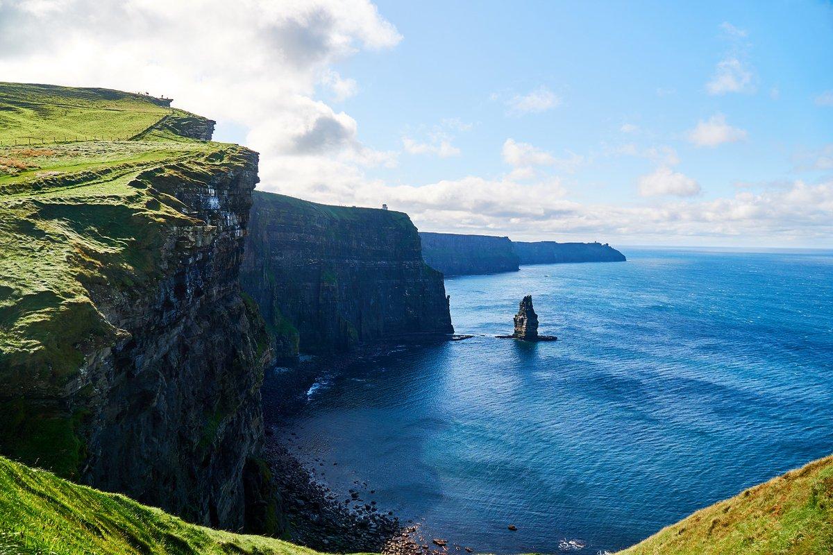 von Frankfurt Hahn - Flüge nach Kerry  Auf der Suche nach dem günstigsten Irland Flug ? Ab nach Kerry County von Frankfurt Hahn wird der Flug schon ab 3,98€ Angeboten. Die https://wow-reisen.de/fluege-nach-kerry/23928/…pic.twitter.com/DWAcn45JkS