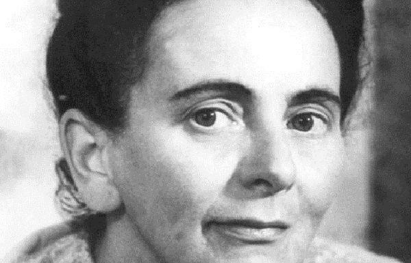 """Holde Anemone  Bist du wieder da  Erscheinst mit heller Krone  Mir Geschundenem zum Lohne  Wie Nausikaa?  -Das unauslöschliche Siegel Elisabeth #Langgässer 23.2.1899–25.7.50   Als """"Halbjüdin"""" Zwangsarbeiterin; Werk verboten. Tochter Cordelia #Edwardson (s.) überlebt #Auschwitzpic.twitter.com/c786FNmA32"""