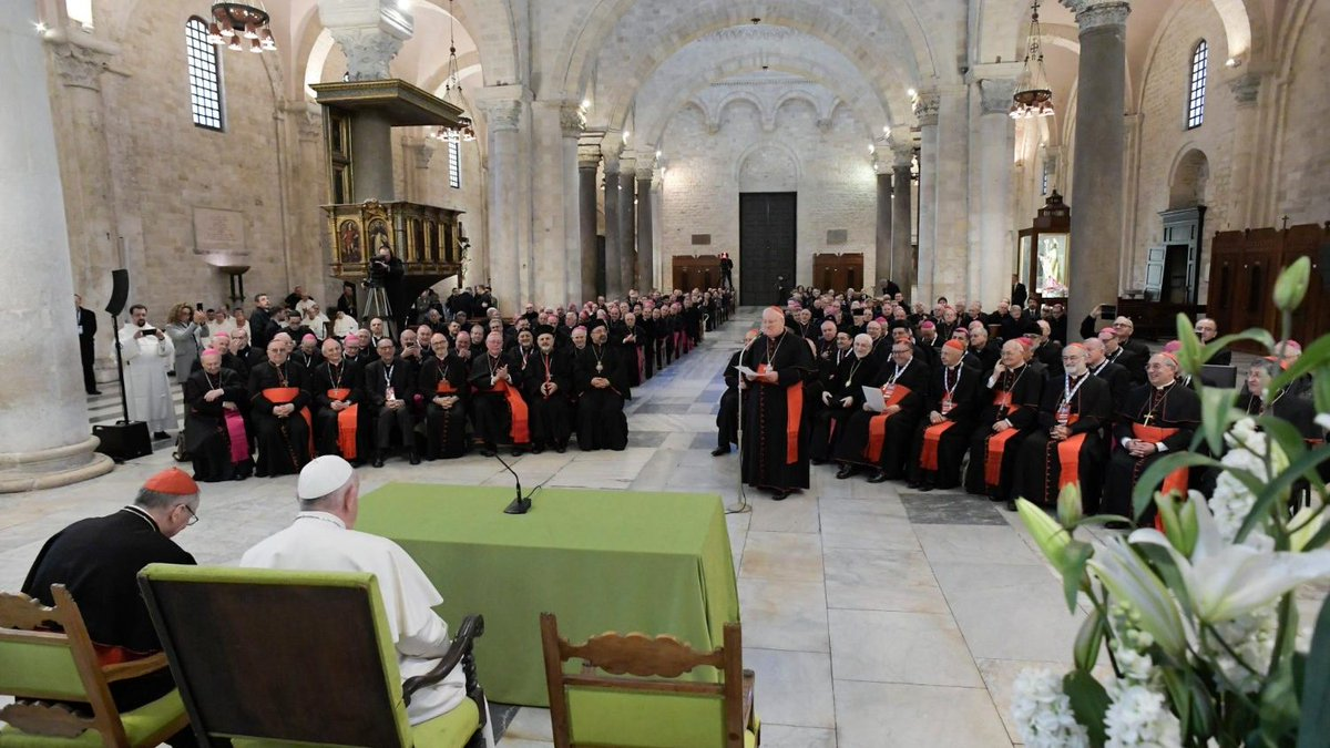 """Papst in Bari: """"Aus Mittelmeer-Friedhof einen Ort der Hoffnung machen"""" http://dlvr.it/RQZZqQpic.twitter.com/vfjKOdBDUV"""