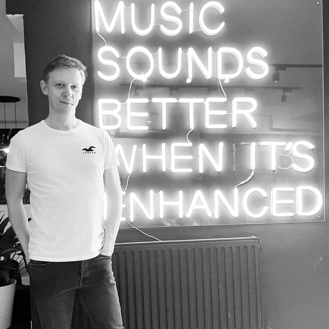 Music sounds better... 🔊#tbt to when @csystems paid us a special visit last week at the HQ 🤩 Proud member of the DS-R family 🙌🏼#trance #trancefamily #music #dance #london #enhanced #label #team #dancemusic #tunes #music