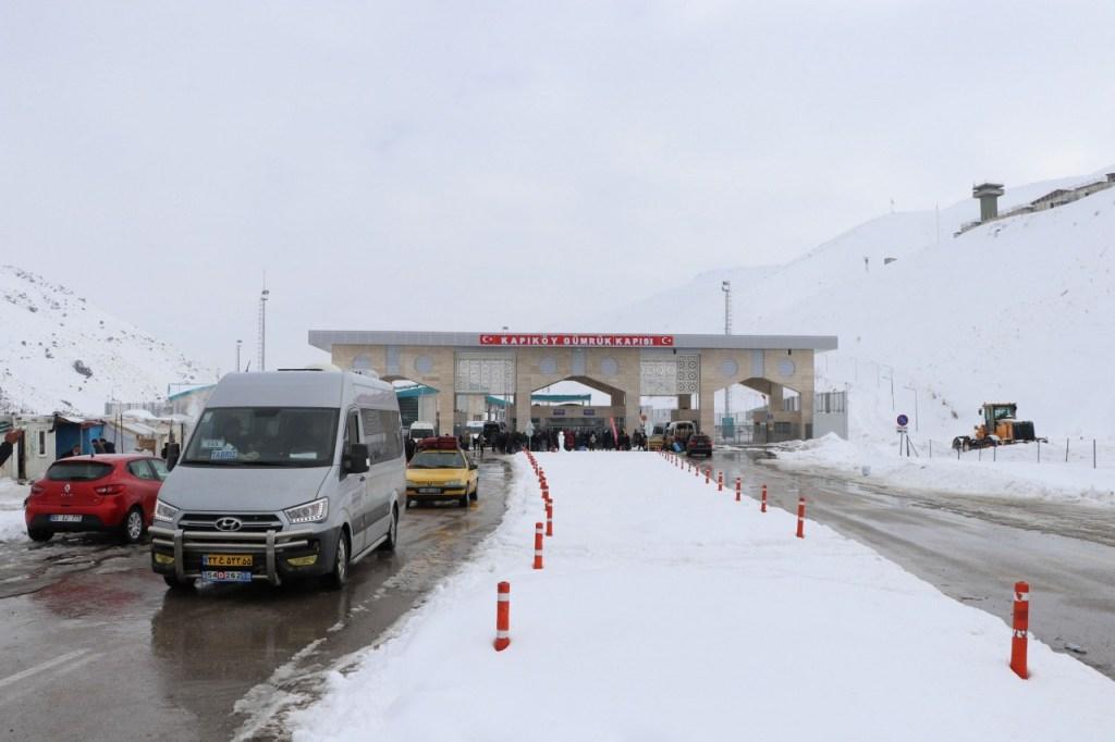 İçişleri Bakanlığı İran Sınırı'nı Salgın YüzündenKapattı. https://www.teknomacaw.com/icisleri-bakanligi-iran-sinirini-salgin-yuzunden-kapatti/…pic.twitter.com/lhrEpw1dDz