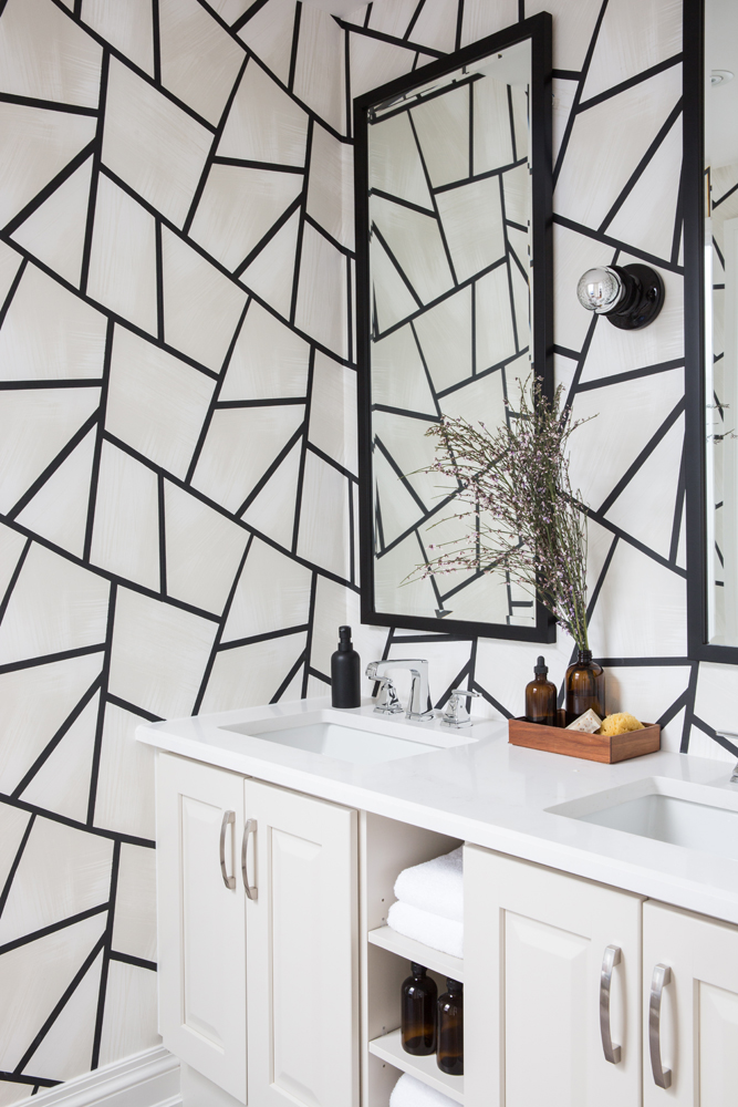 This graphic #wallpaper print spices up a small bathroom. #designer