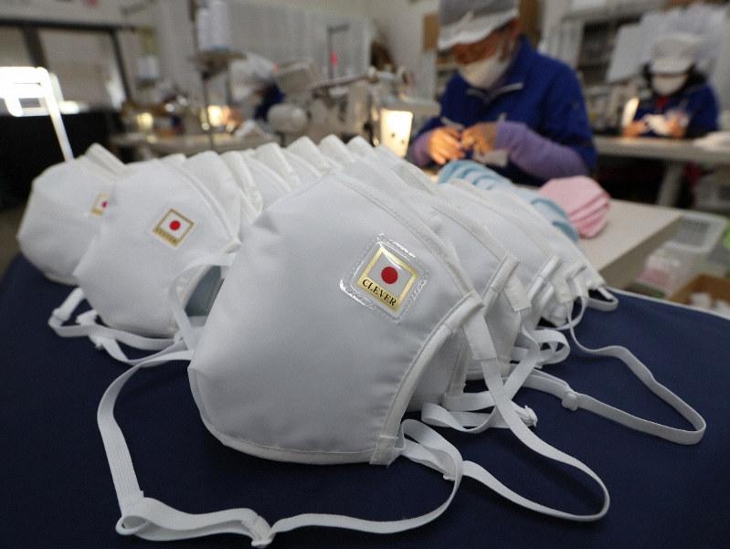 厚労省がマスク不足に対応し日の丸を冠したマスクを生産馬鹿なのかなこの国?日の丸入れる手間省いたらもっと増産できたでしょ。