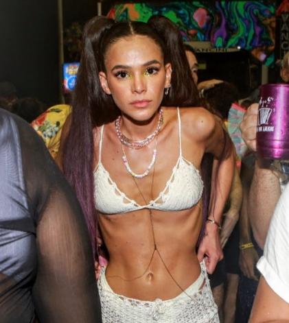 A magreza de Bruna Marquezine é destaque nesse Carnaval: 1. preocupação com anorexia? Lembra então que não só pq achamos que somos uma coisa, somos de fato. O nome é transtorno, e vale para ideologia de gênero; 2. se fosse excesso de gordura estariam falando de obesidade ou não?