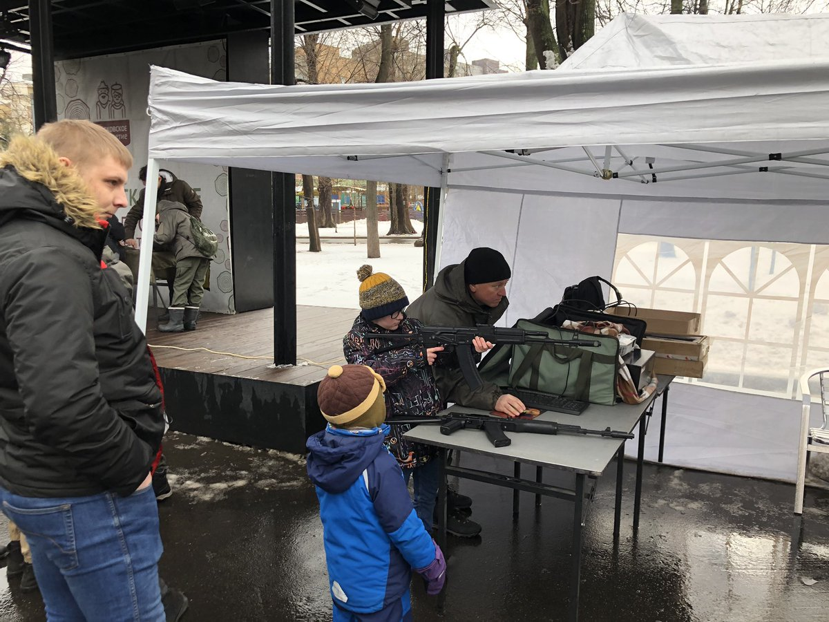 You can teach your kid to assemble AK47 , in public park, just like that. We are so contemporaneous! #23февраля pic.twitter.com/juRQ081hZN