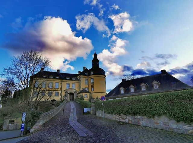 Bei dem trüben Sonntagswetter mal ein schöner Ausblick: @_s_schreiber_ hat Schloss Friedrichstein in Wildungen fotografiert.  @_s_schreiber_  #waldeckfrankenberg #waldeckerland #badwildungen #schlossfriedrichstein #nordhessen #hessentourismus #gri… https://ift.tt/2ViOhRppic.twitter.com/odb54CipW4