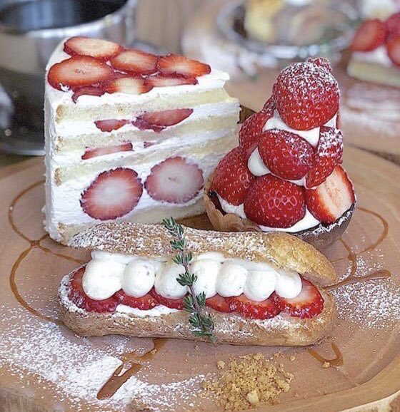 大阪府大阪市福島駅近くにあるお店「Fukushima Sugar」で、期間限定で発売されている人気メニュー「苺のショートケーキ」、「苺のタルト」、「苺のエクレア」✨